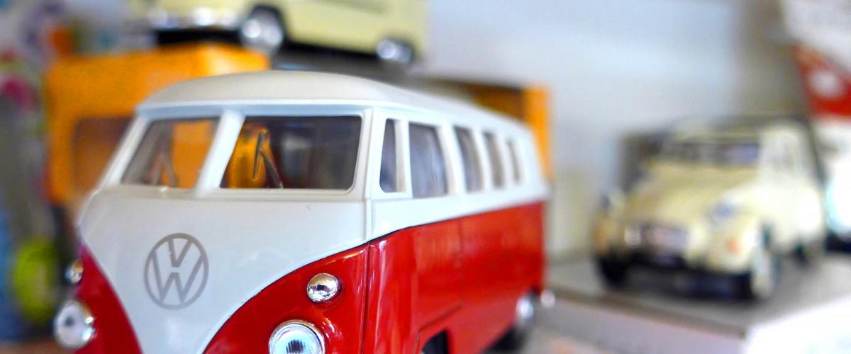 Spielwaren Lindwurm Spielzeugauto VW Bulli